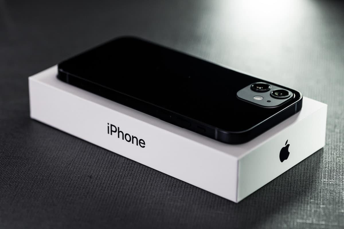 iPhone【外観はキレイだが、バッテリーの状態は運次第】