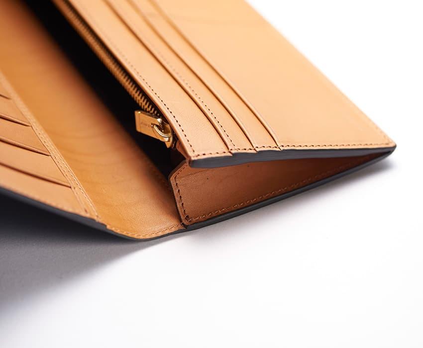crafsto(クラフスト)のブライドルレザー革財布のファスナー部分