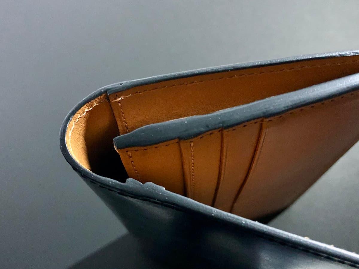 crafsto(クラフスト)のブライドルレザー革財布のコバの部分