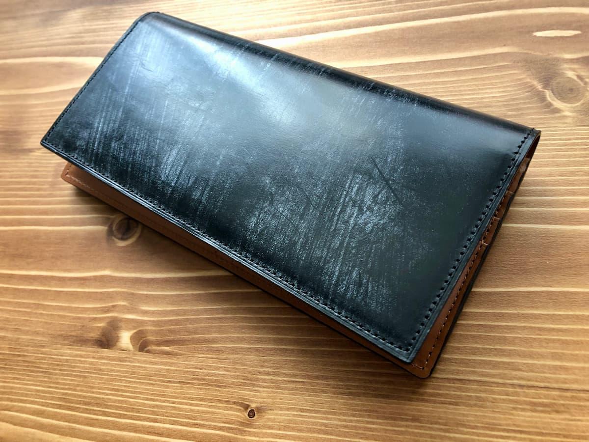 経年変化(エイジング)が進み始めたクラフストの革財布