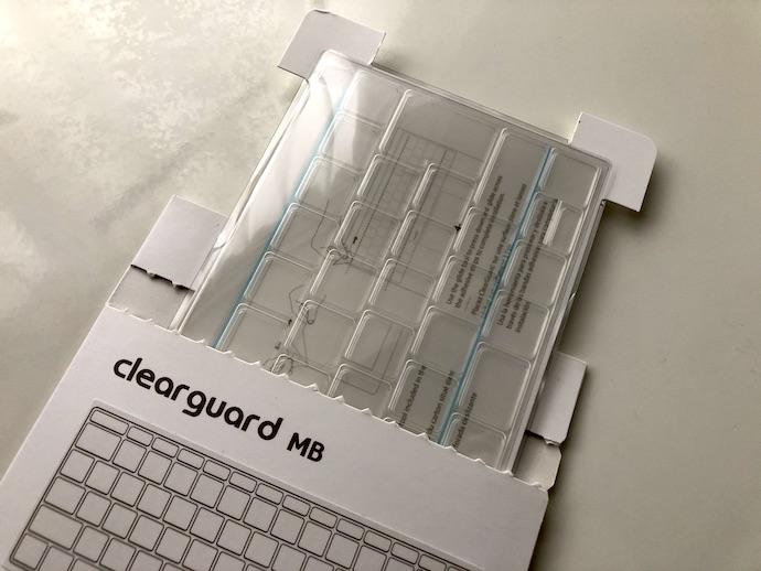 『moshi Clearguard』を取り出した様子